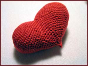 rotes gehäkeltes Herz