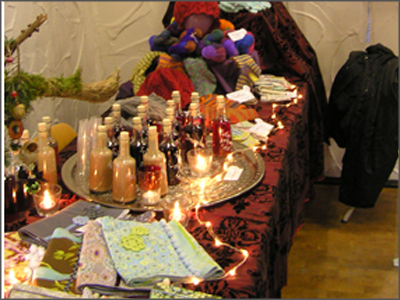 Tisch mit Basarangebot