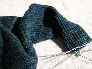 blaugrüner Pullover mit ߄rmel in Arbeit