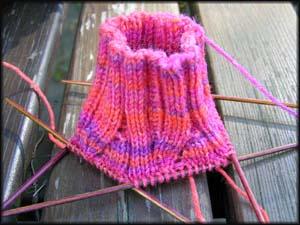 pinkgemusterte Socken