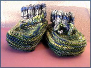 grünblaue Babyschuhe