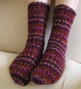 lilabuntgemusterte Socken