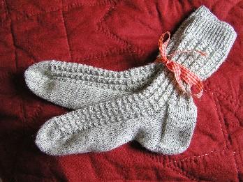 graumelierte Socken mit Muster
