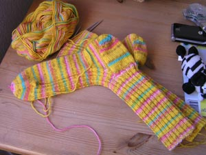 gelbgemusterte Socken