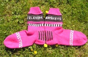 schwarz pink weiߟ gemusterte Socken