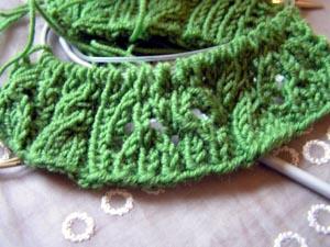 grünes Lochmustergestrick