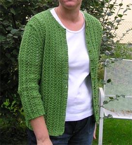 grüne Lochmusterstrickjacke
