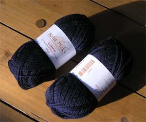 dunkelblaue Sockenwolle