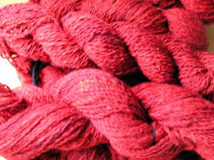 rote handgesponnene Wolle