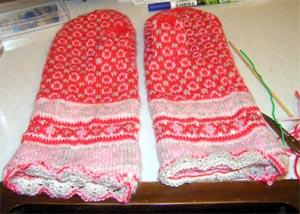 fertige gemusterte Handschuhe