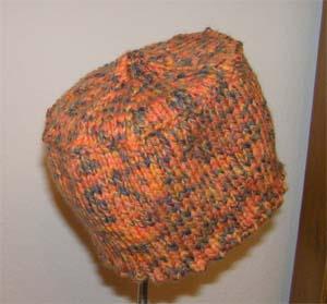 orangegemusterte Mützenanfang
