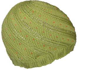 grüne Mütze mit Perlen