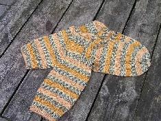 Socken mit dunkelgelb und schwarzweiߟ Muster