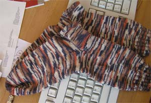 braunbeigeorange gemusterte Socken