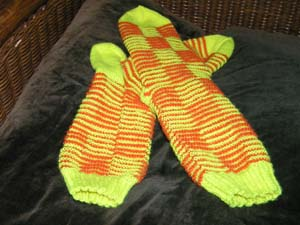 gelb-orange gestreifte Socken