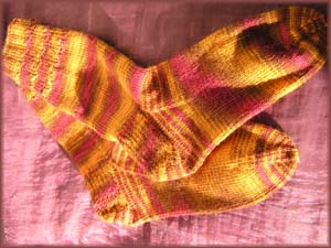 rotorangegemusterte Socken