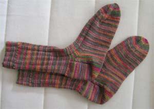 buntgemusterte Socken