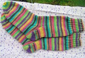 buntgeringelte Socken