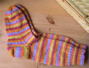 orangebuntgeringelte Socken