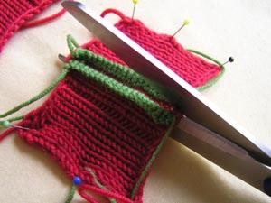 rote Strickstückchen