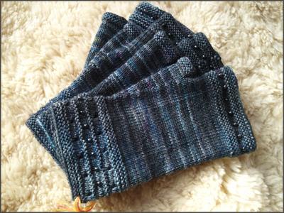 graue Handschuhe ohne Kappe
